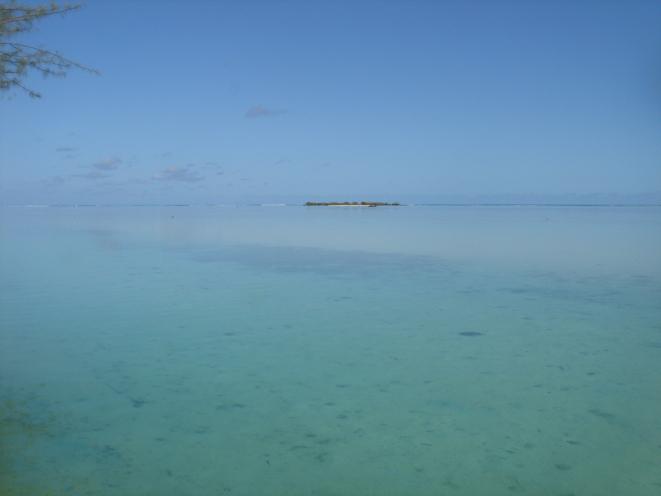 Le quartier TIAHURA où se situe l'Hôtel  FENUA MATA'I'OA est considéré comme le plus beau site de l'île.
